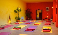 acad_mie_de_hatha_yoga_560085611_north_640x387.jpg